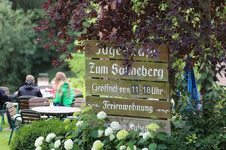 """Öffnungszeiten im Café """"Zum Sahneberg"""""""